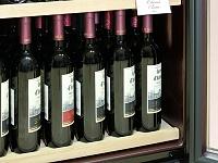 Полка для вертикального хранения открытых бутылок и крепких напитков.