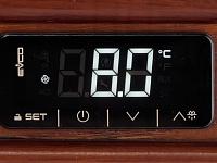 Высокоточная электронная система управления позволяет поддерживать температуру хранения вина на постоянном уровне.